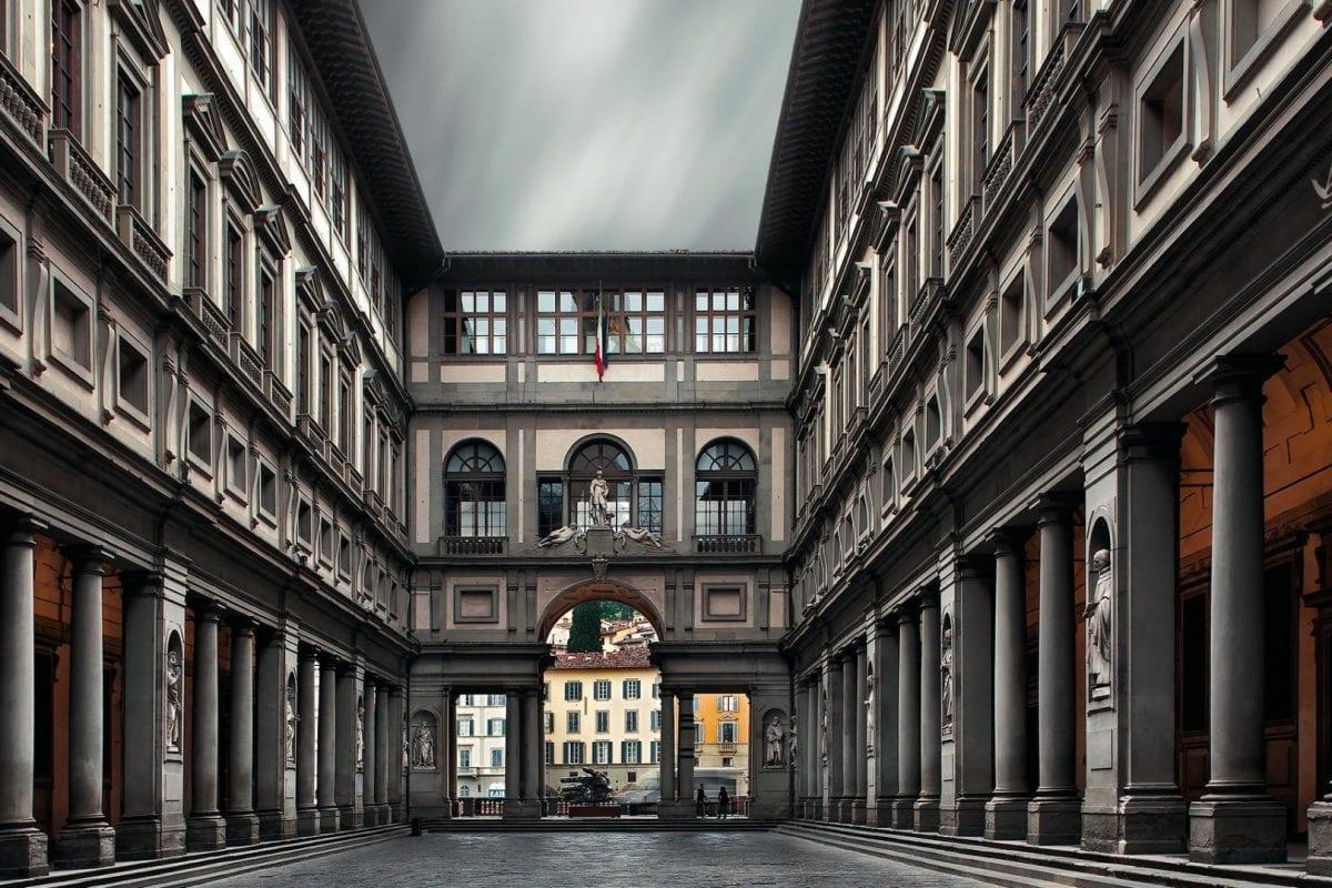 Michelangelo and Raffaello roommates in the Uffizi