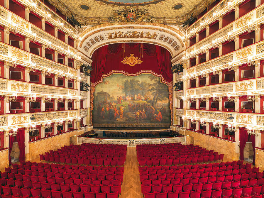 The oldest opera house in Europe opens the season online