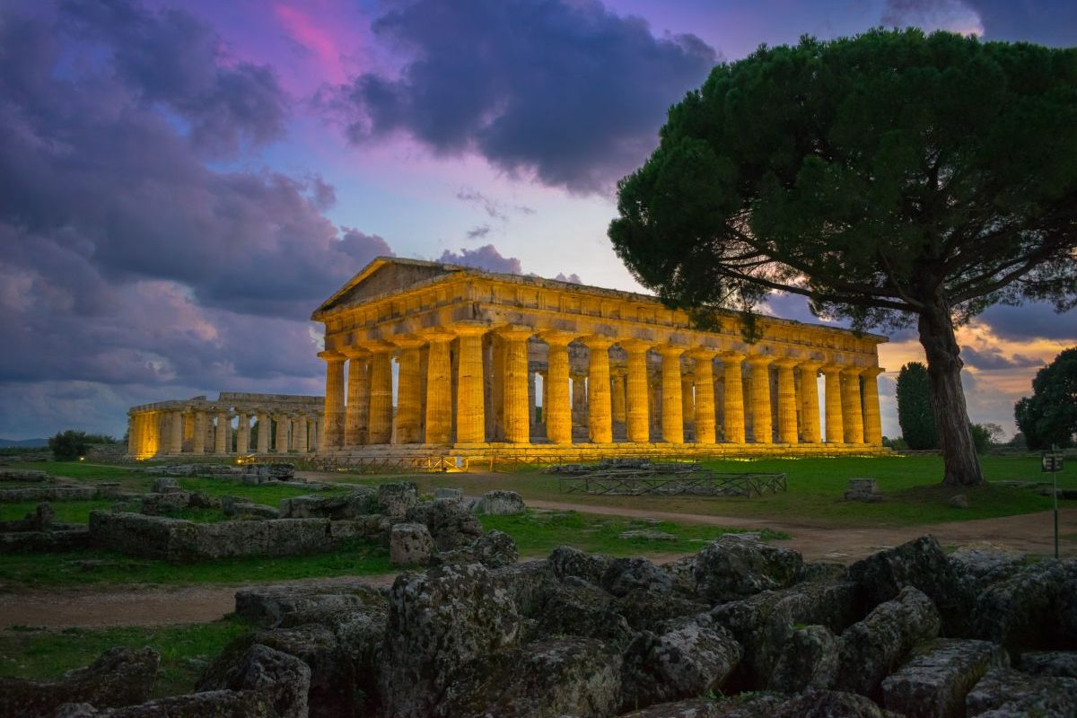 The first Lonely Planet guide to Campania